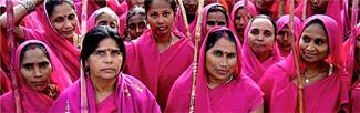 Mulheres marcham pelo fim da violência e do machismo